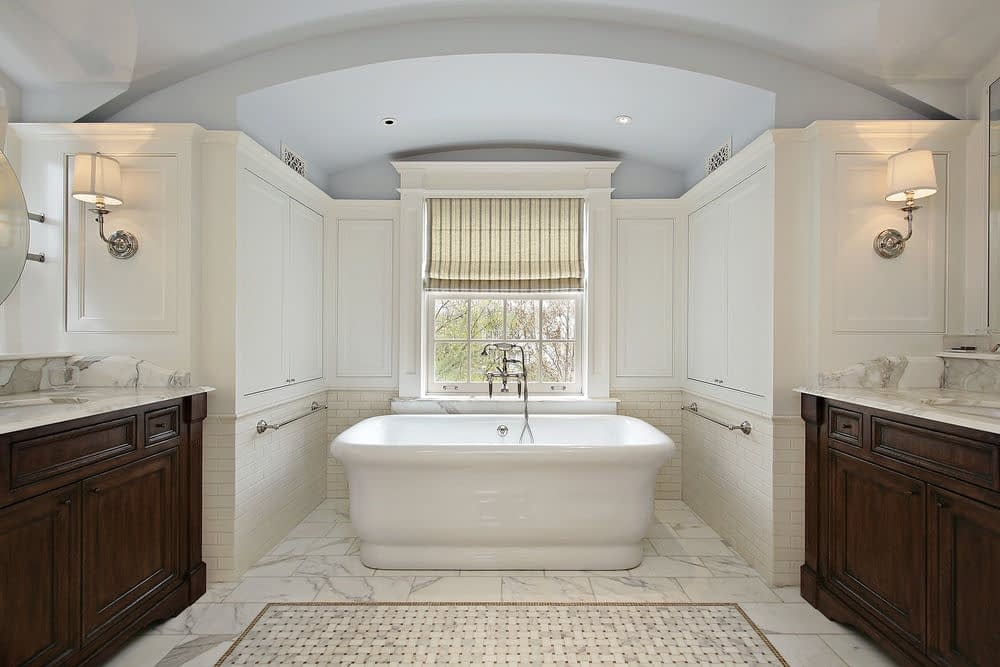 lyxigt och modernt badrum